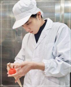 和菓子を作る横浜流星
