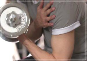 岡田健史の腕の筋肉