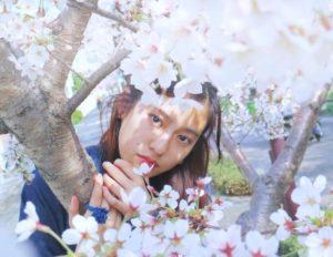 桜と恒松祐里