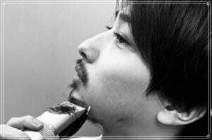 髭を剃る横浜流星