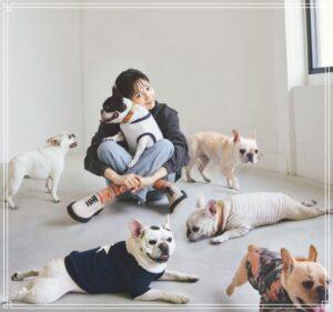 犬と一緒の川口春奈
