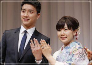 結婚指輪を披露する福原愛