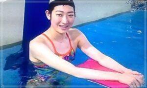 ビート板を持って泳ぐ池江璃花子