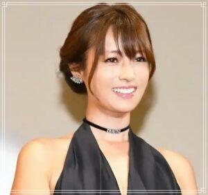 黒のドレスの深田恭子