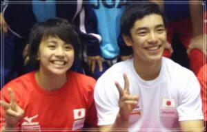 笑顔の村上茉愛選手と白井健三選手