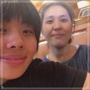 素根輝と母・美香